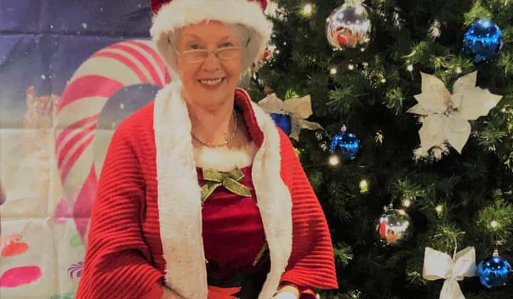 Online zoom christmas crafts show for children with Mrs. Claus
